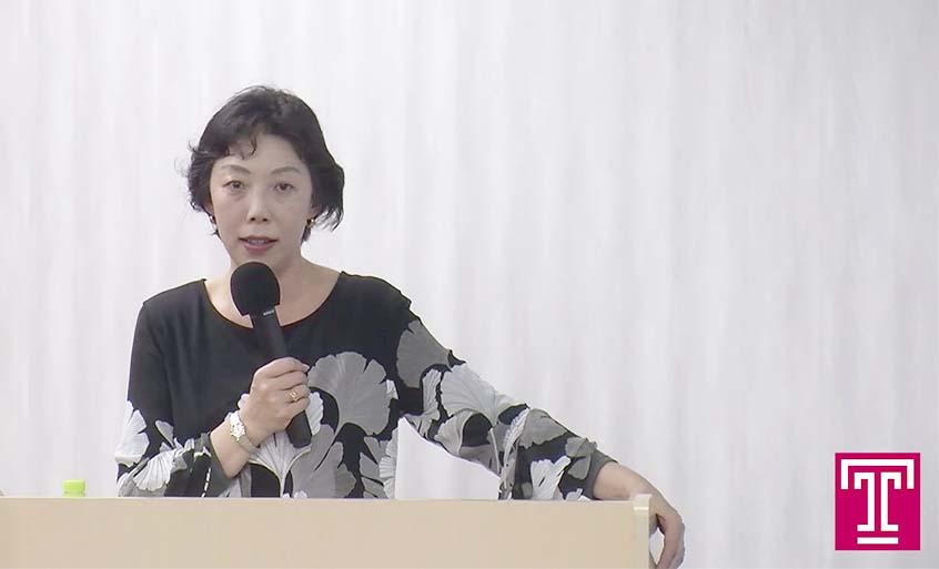 Photo: Hiromi Murakami speaking