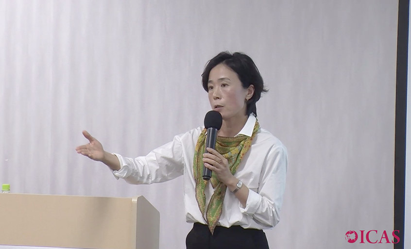 Photo: Nobuko Kobayashi speaking